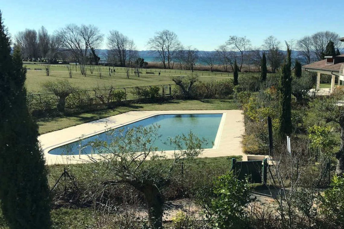 Villas Sirmione lakefront in luxury resort 02