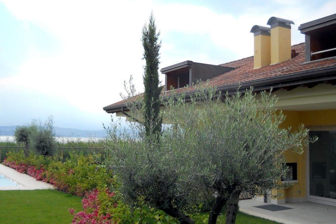 Villas Sirmione lakefront in luxury resort 05