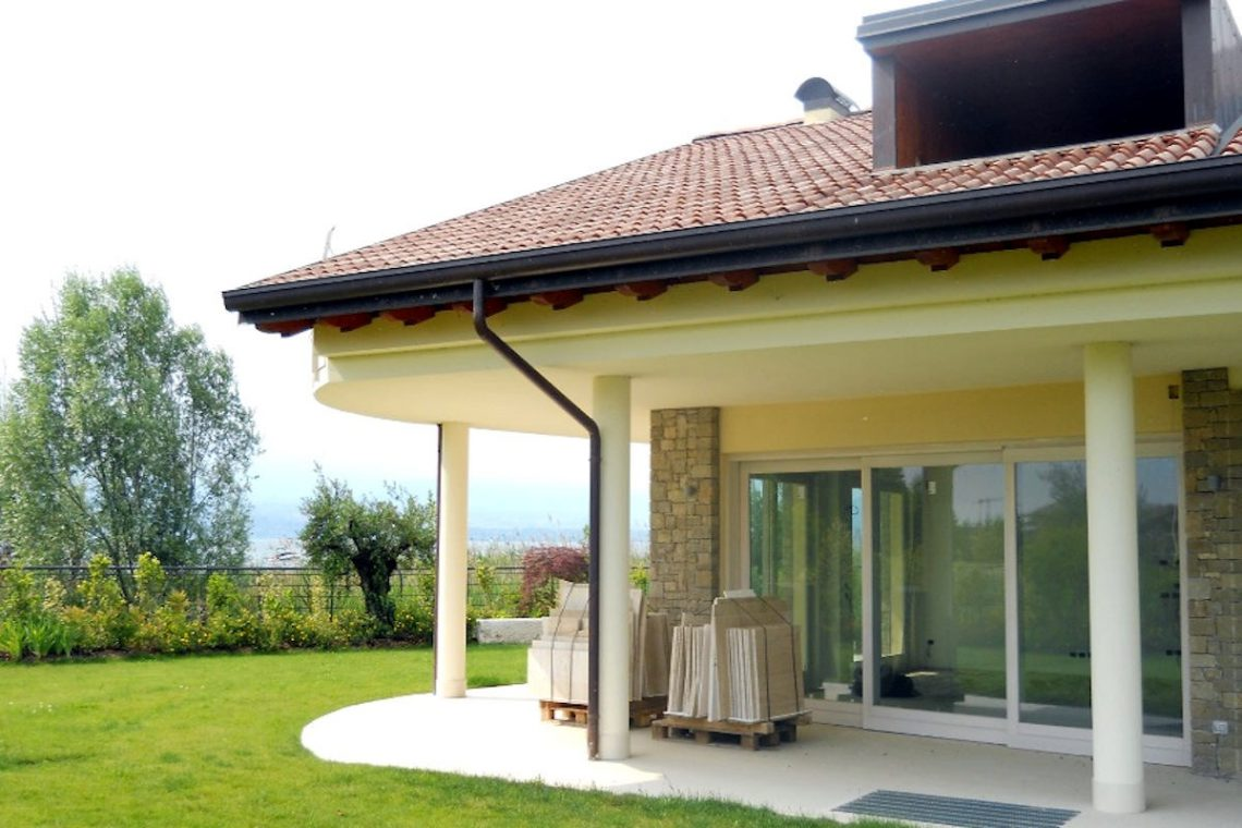 Villas Sirmione lakefront in luxury resort 06