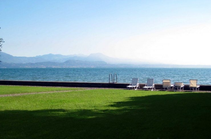 Waterfront villa Lake Garda in Sirmione with approved project