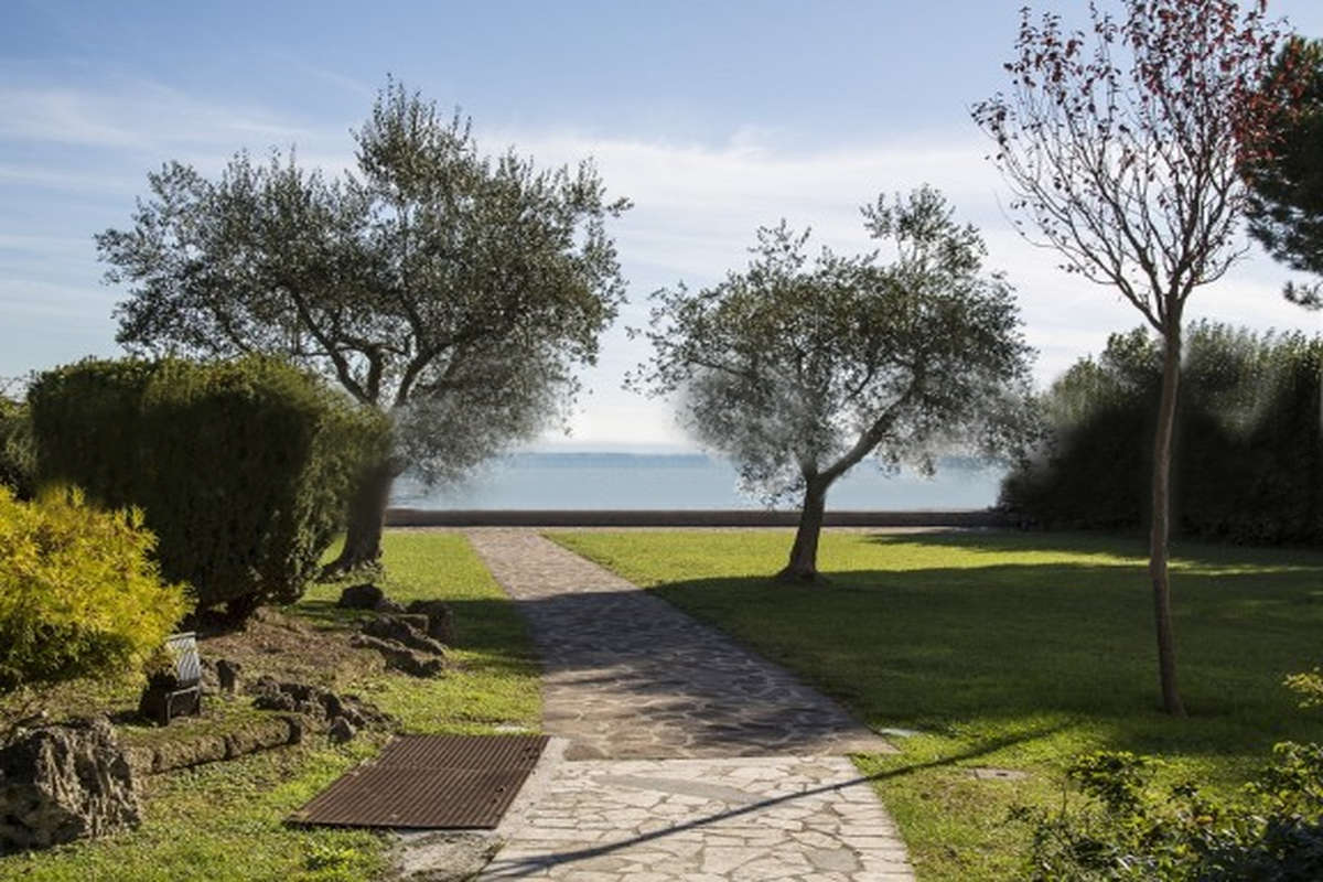 Approved project for waterfront villa Lake Garda in Sirmione