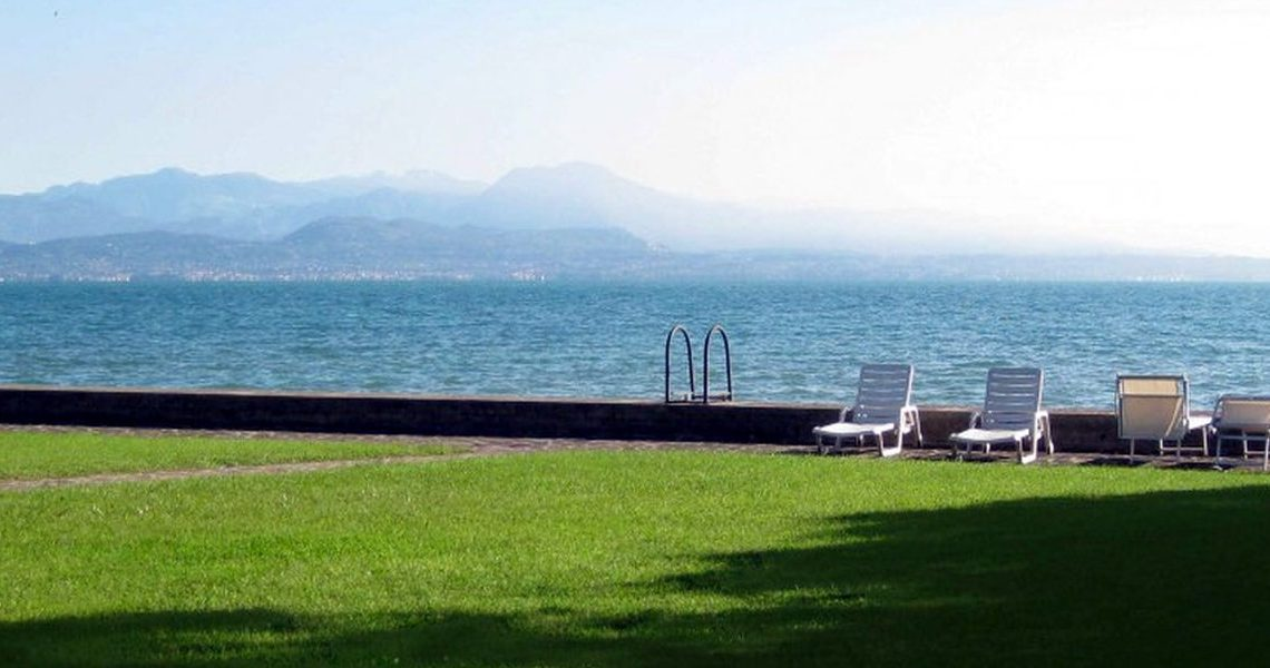 Approved project for waterfront villa Lake Garda in Sirmione slider
