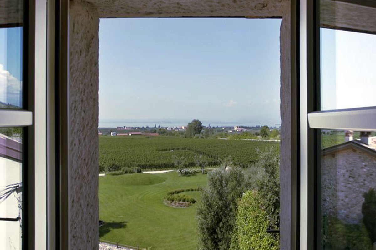Winery Bardolino for sale with lake view