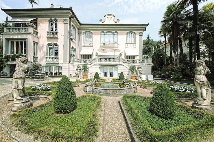 Italy, waterfront Historic Villa Lake Garda for Rent