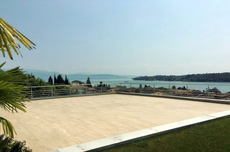 Apartment at Lake Garda Salo with heated infinity pool