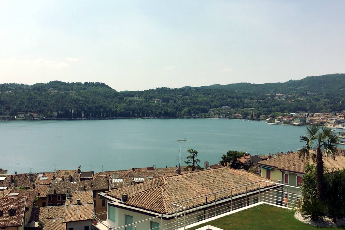 Luxury Apartment at Lake Garda Salo with heated infinity pool