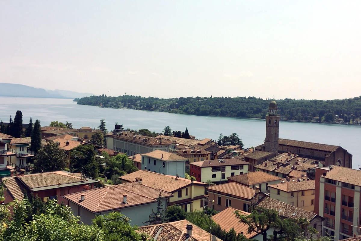 Luxury Apartment at Lake Garda Salo with heated infinity pool