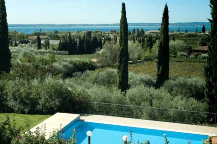 Lake Garda Villa Rent with lake view, pool and large park
