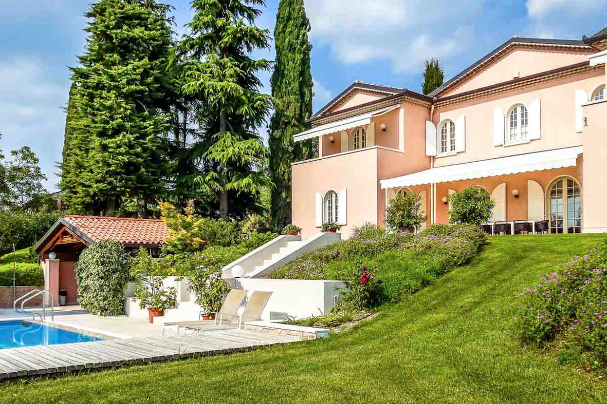 Lake Garda Villa Rent with swimming pool and large park