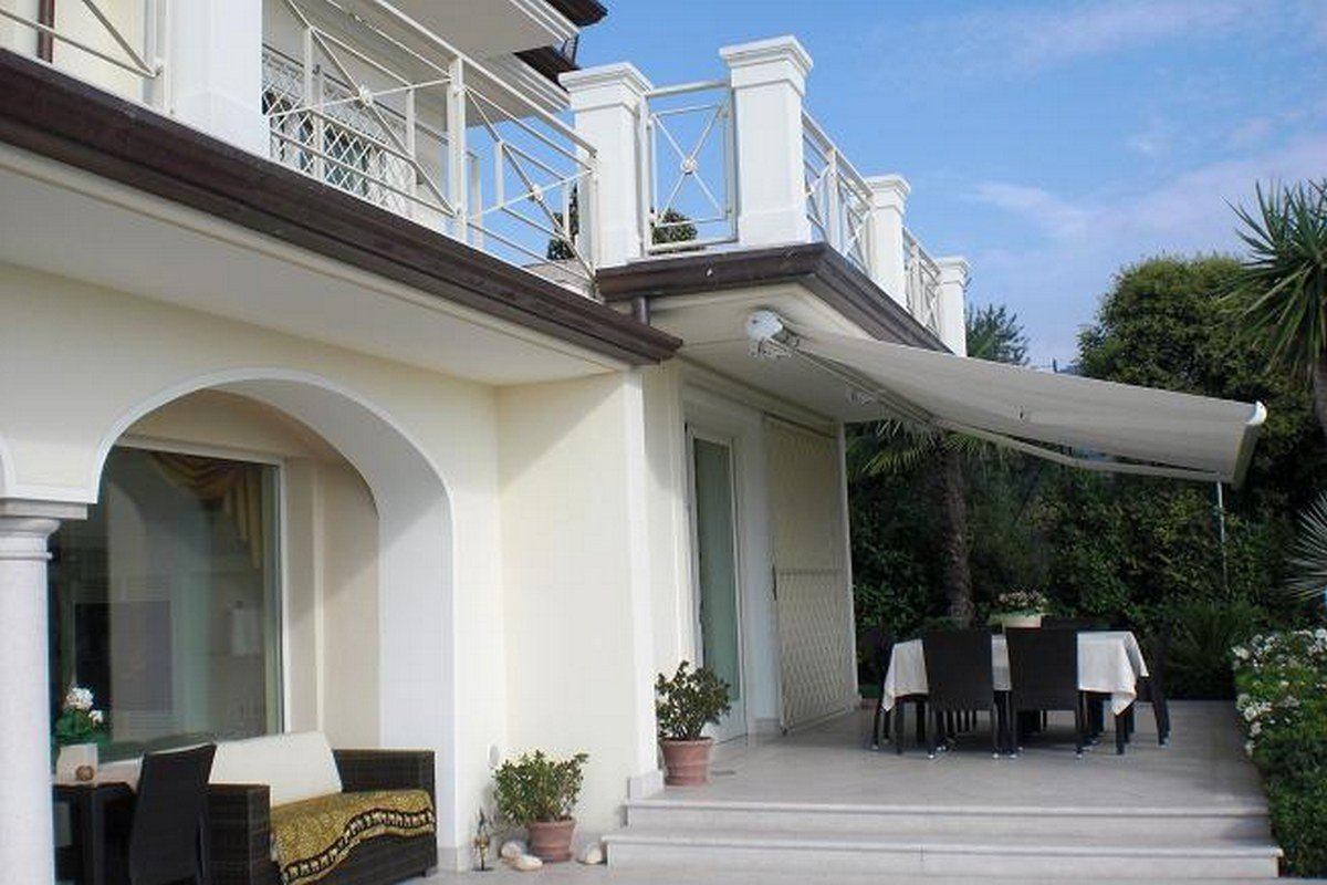 Lake view villa Salo for sale Lake Garda