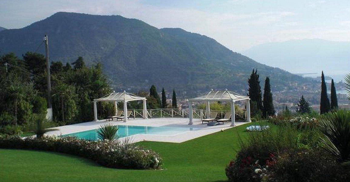 Lake view villa Salo for sale Lake Garda