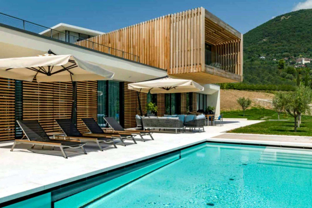 Villa at Lake Garda for rent with modern design