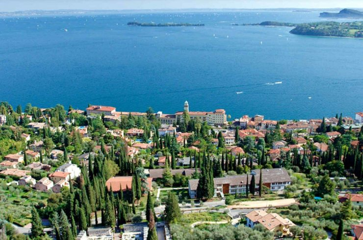 Confidential: Villa at Lake Garda for rent with modern design