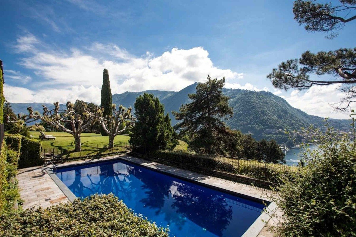 Villa lake Como for sale with stunning lake view