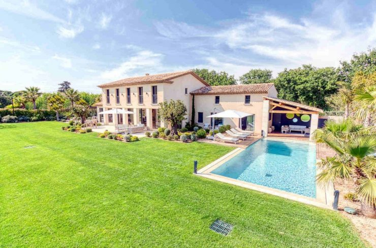 Saint Tropez villa rent with tropical garden & pool