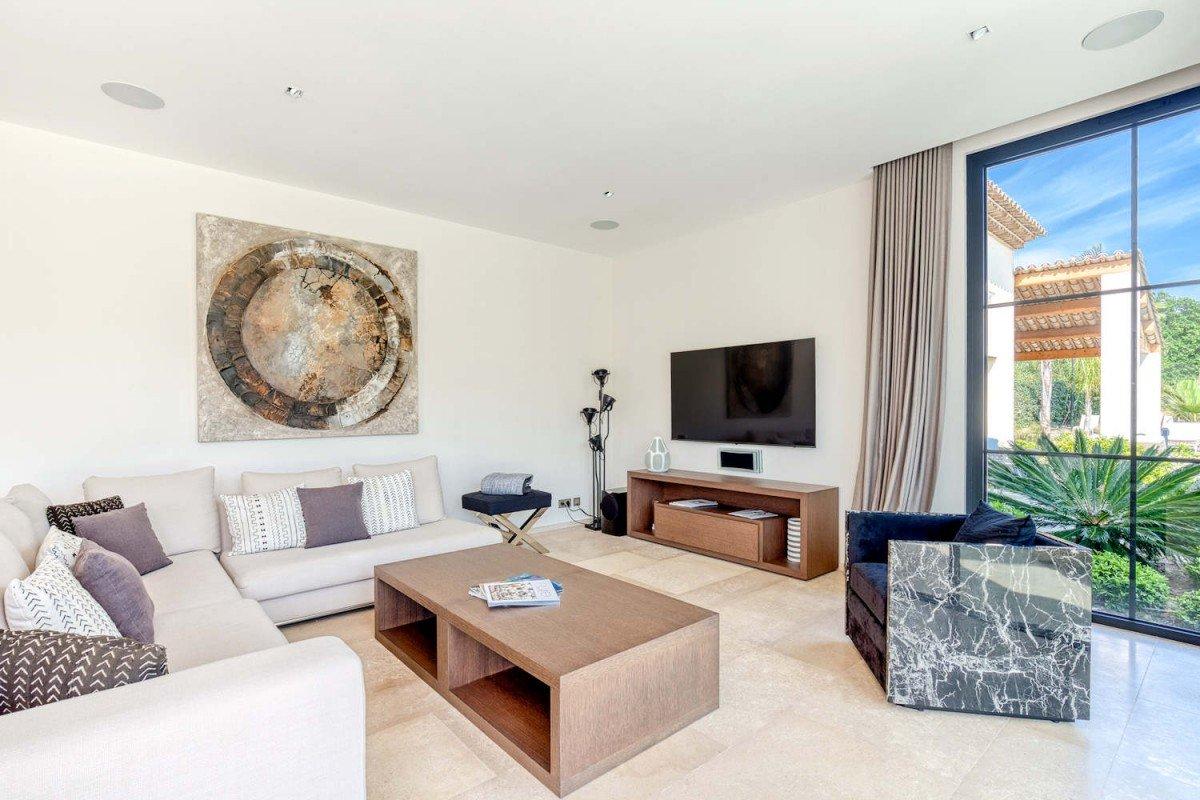 Saint Tropez villa rent with tropical garden & pool