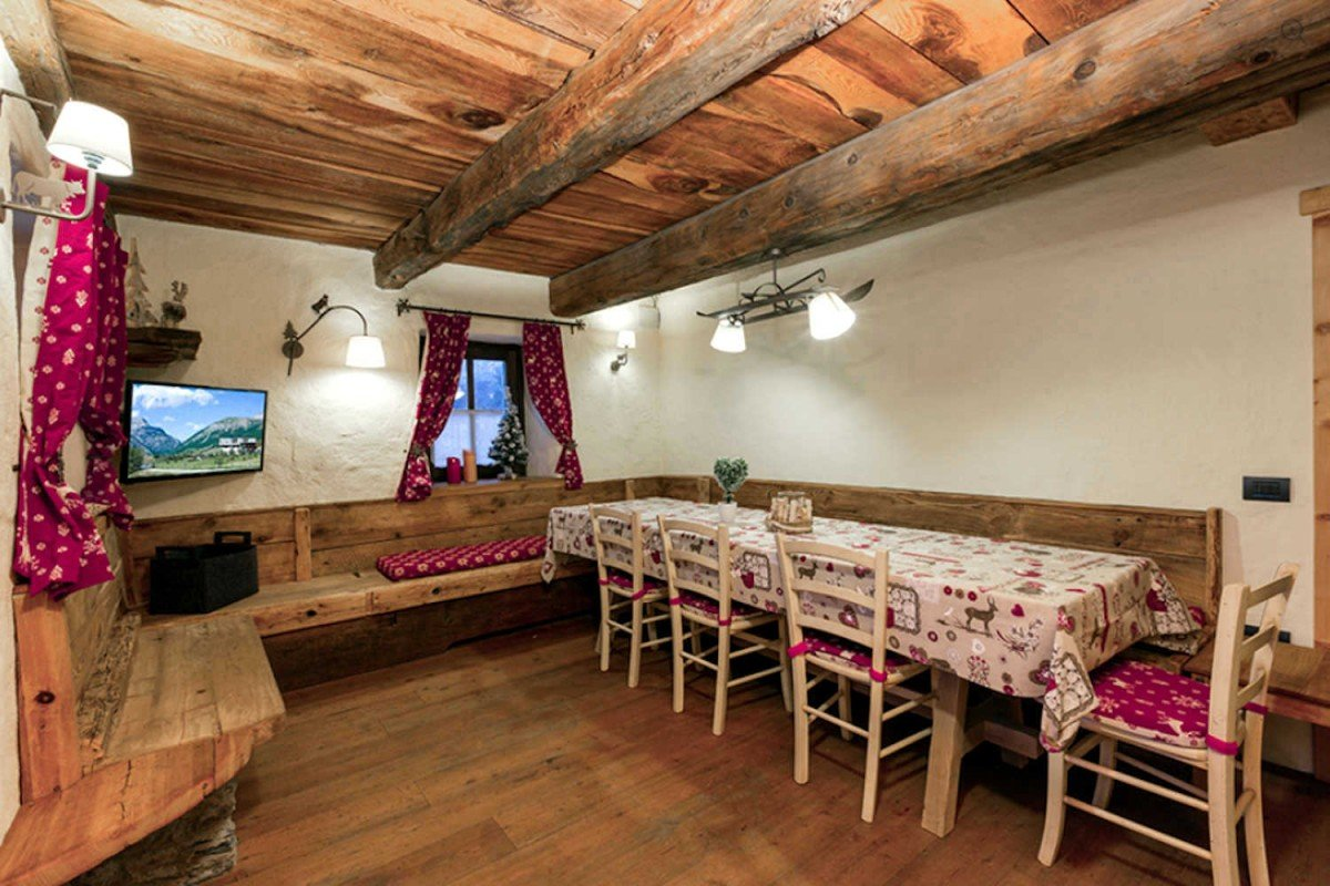 Luxury Chalet in Livigno just 200 meters from town center