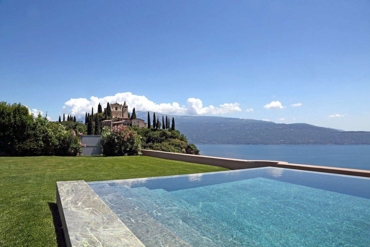 Historic Villa Lake Garda for Rent with stunning lake view