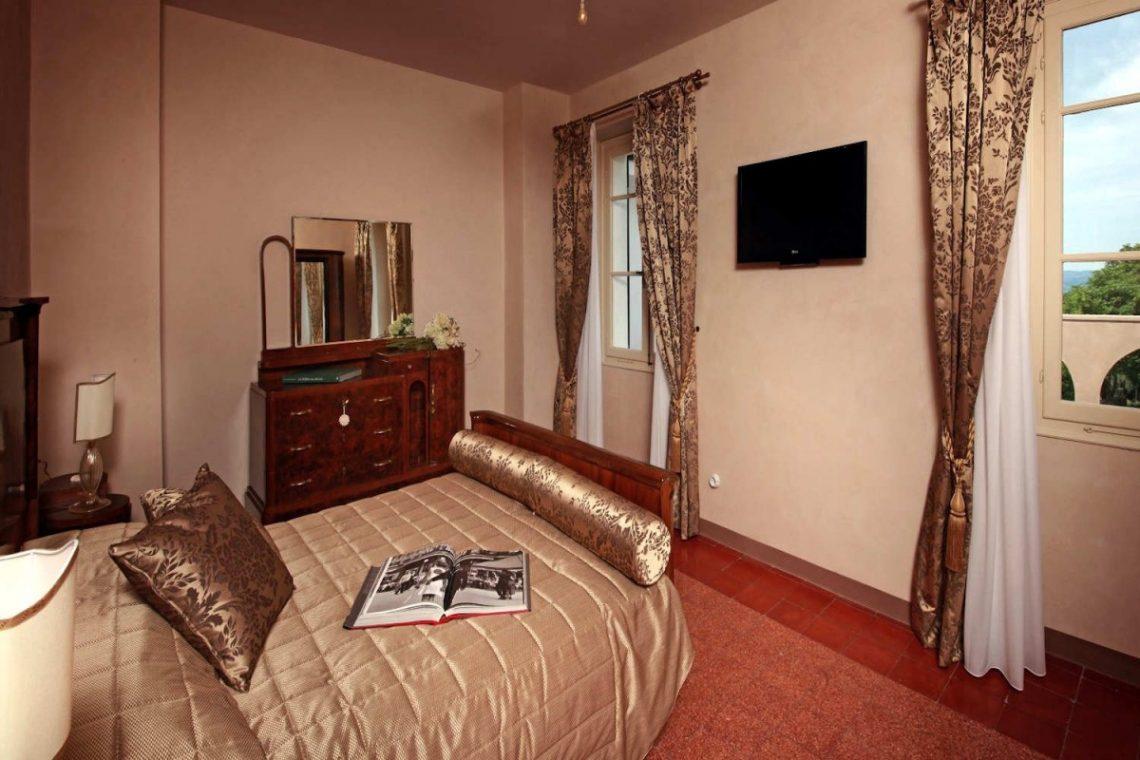 Historic Villa Lake Garda for Rent 26