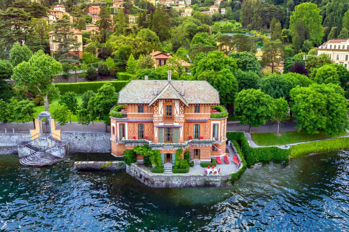 Waterfront Villa Lake Como for rent with stunning views