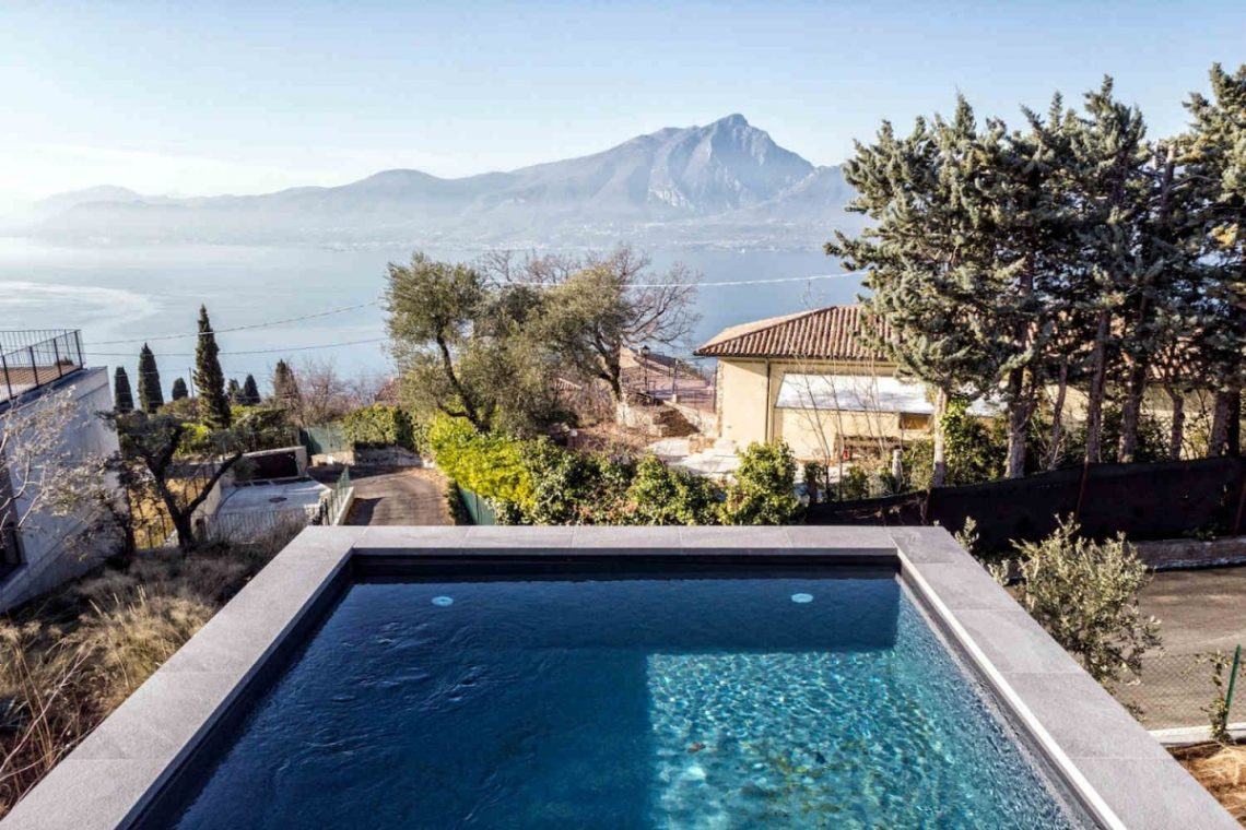 Lake Garda villa lake view 02