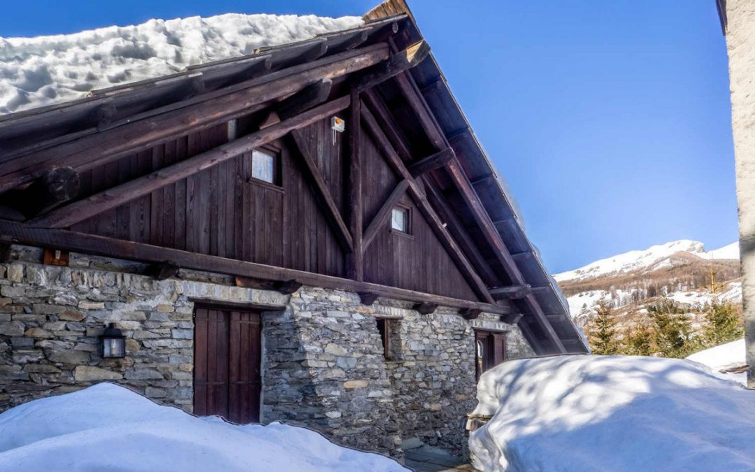 Chalet in Sestriere for sale near ski slopes